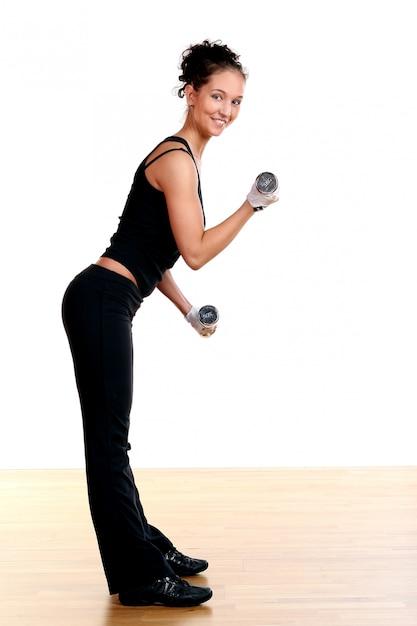 Bela mulher sexy fazendo fitness Foto gratuita