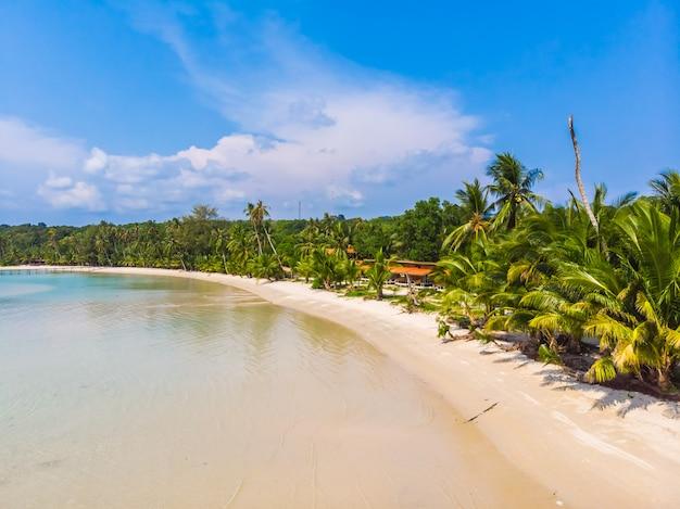 Bela natureza tropical praia e mar Foto gratuita