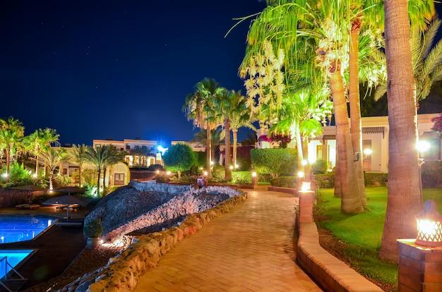 Bela noite árabe em um hotel do egito. sharm el-sheikh Foto Premium