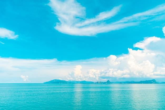 9598ca98819e18 Bela nuvem branca no céu azul e mar ou oceano | Baixar fotos gratuitas