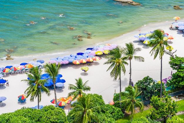 Bela paisagem e paisagem urbana na cidade de hua hin em torno da baía do mar oceano Foto gratuita
