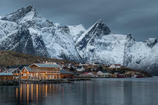 Bela paisagem nas ilhas lofoten no inverno, noruega Foto Premium