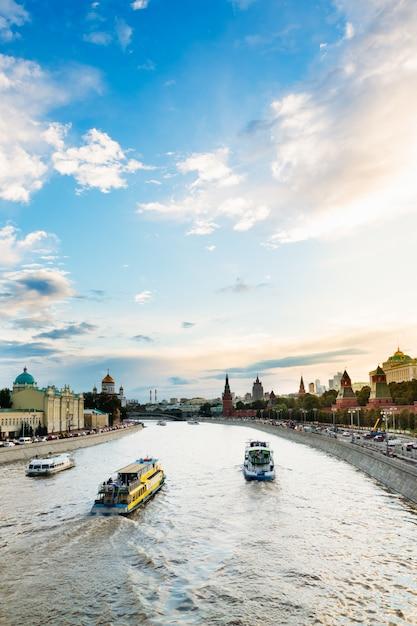 Bela paisagem urbana perto do kremlin Foto Premium
