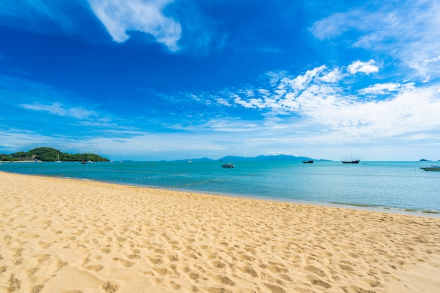 Bela praia tropical Foto gratuita