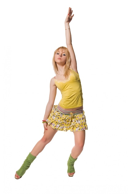 Bela stripper vestindo vestido amarelo no fundo branco Foto gratuita