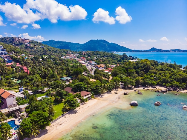 Bela vista aérea da praia Foto gratuita