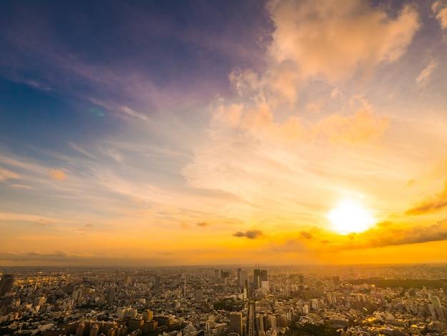 Bela vista aérea de arquitetura e construção em torno da cidade de tóquio, no tempo do sol Foto Premium