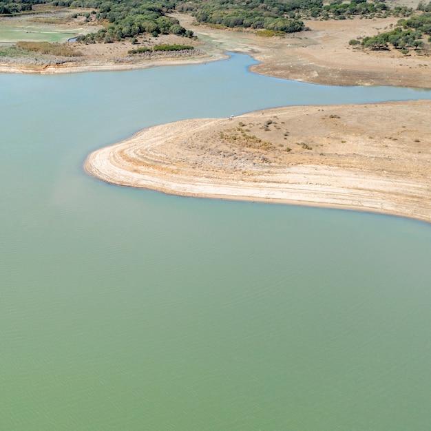 Bela vista aérea do lago Foto gratuita
