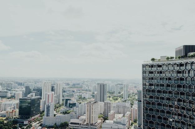 Bela vista alta da cidade moderna Foto gratuita
