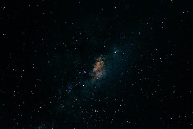 Bela vista das estrelas no céu noturno Foto gratuita