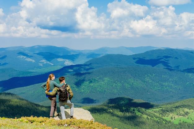 Bela vista nas montanhas dos cárpatos Foto Premium