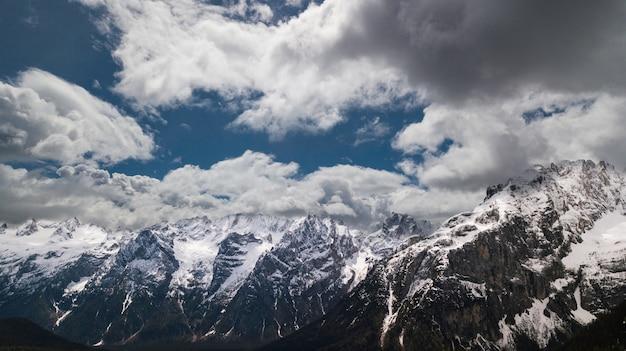 Bela vista para a montanha Foto Premium