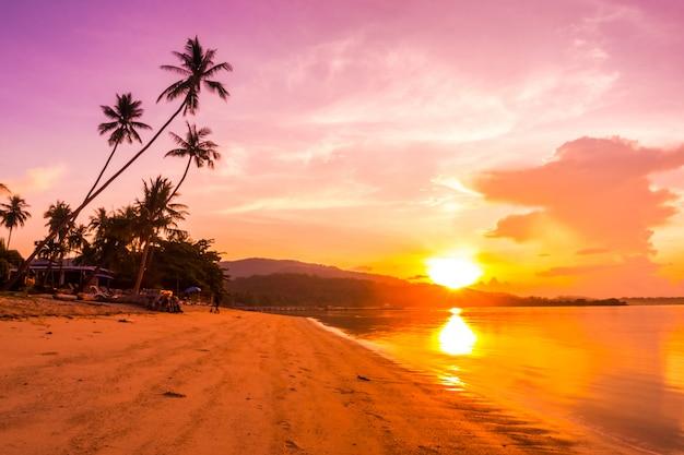 Bela vista para o mar ao ar livre e praia Foto gratuita