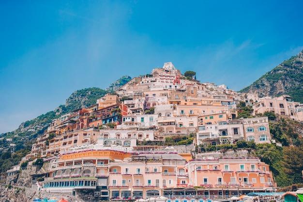 Belas cidades costeiras da itália - cênica positano na costa de amalfi Foto Premium
