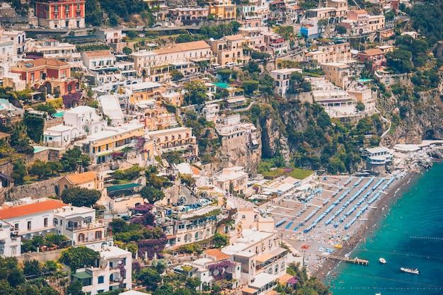 Belas cidades costeiras da itália - positano cênica na costa de amalfi Foto Premium