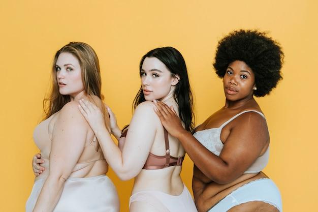 Belas mulheres curvilíneas com boa imagem corporal Foto Premium
