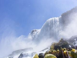 Beleza das cataratas do niágara, as rochas Foto gratuita