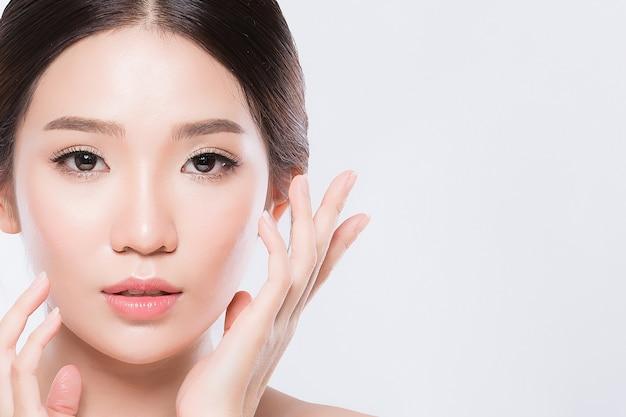 Beleza mulher ásia e tem charme de pele branca Foto Premium