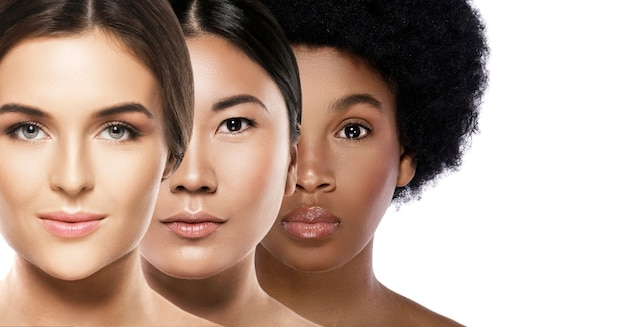 Beleza multiétnica. mulheres de diferentes etnias - brancas, africanas, asiáticas. Foto Premium