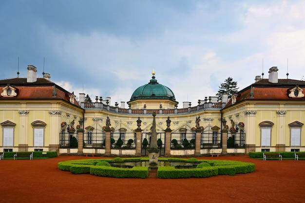 Belo castelo velho buchlovice-república checa Foto gratuita