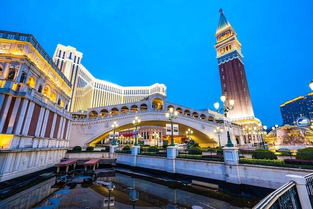 Belo edifício de arquitectura do veneziano e outro hotel resort e casino Foto Premium