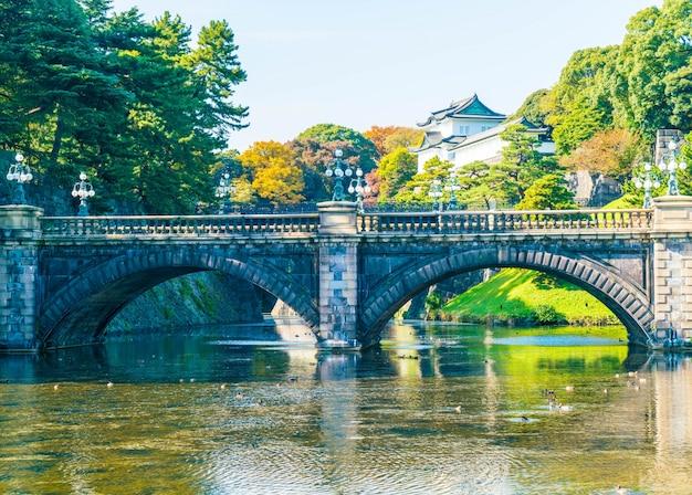Belo edifício do palácio imperial em tóquio Foto gratuita