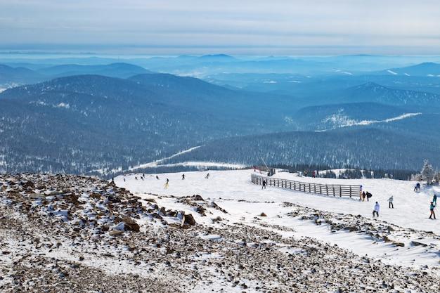 Belo inverno cênico. esportes de inverno. Foto Premium