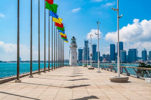 Belo litoral de qingdao e paisagem urbana Foto Premium