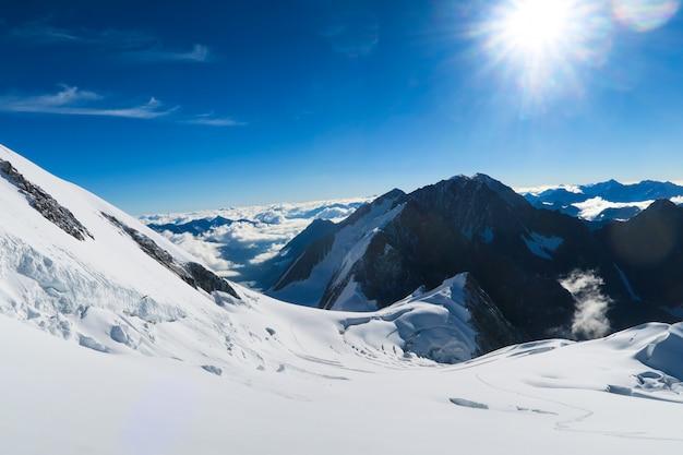 Berelskoe sedlo. vista para as geleiras da montanha de belukha Foto Premium