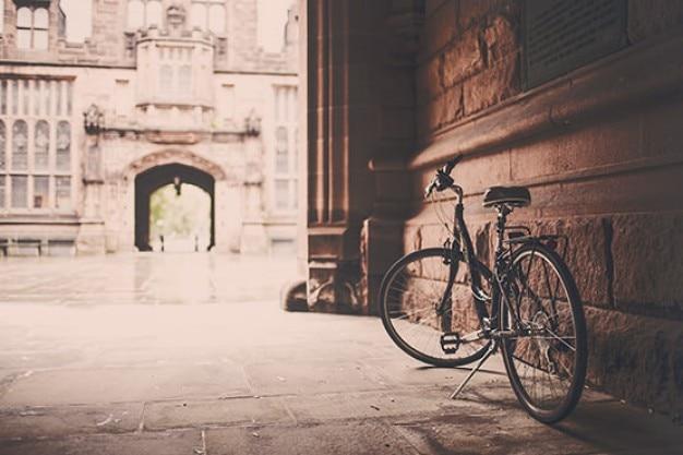 Bicicleta na varanda Foto gratuita