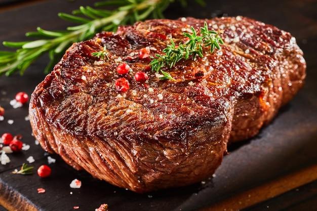 Bife de carne Foto Premium