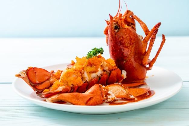 Bife de cauda de lagosta com molho Foto Premium