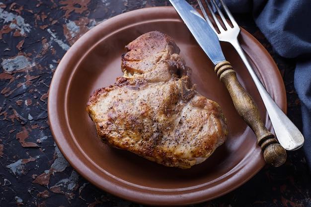 Bife t-bone grelhado Foto Premium