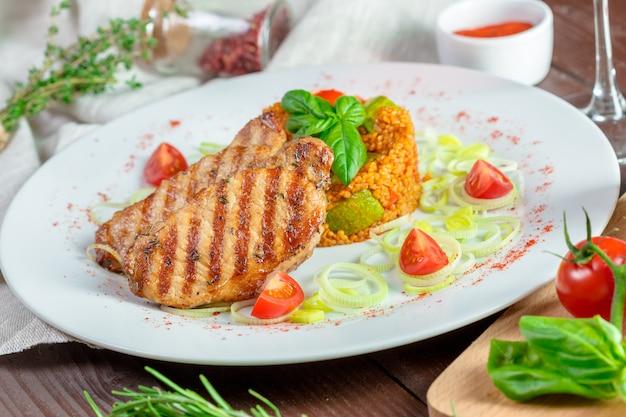 Bifes com grumos de kuskus Foto Premium