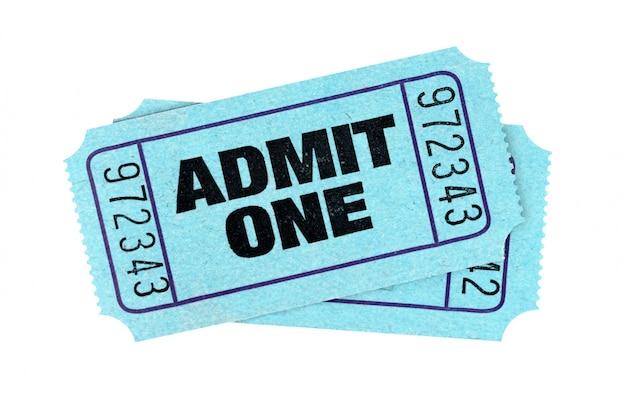 Bilhetes azuis da admissão isolados no fundo branco. Foto gratuita