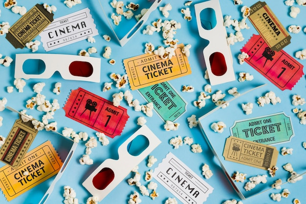 Bilhetes de cinema de vista superior e óculos 3d Foto gratuita