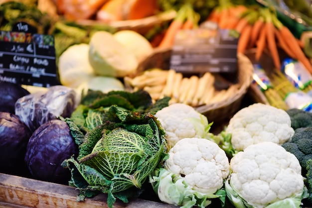 Bio legumes frescos no mercado do fazendeiro em estrasburgo, frança Foto Premium