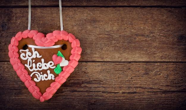 Biscoito de coração de gengibre lebkuchenherzen Foto Premium