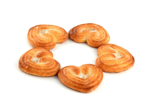 Biscoito em forma de coração (cookies) em fundo branco Foto Premium