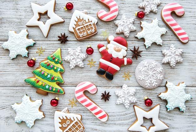 Biscoitos caseiros de gengibre de natal Foto Premium