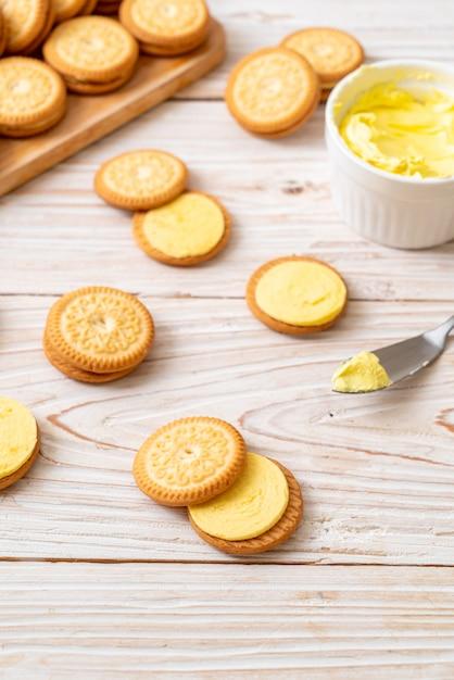 Biscoitos com creme de manteiga Foto Premium