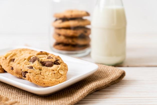 Biscoitos com pepitas de chocolate Foto Premium