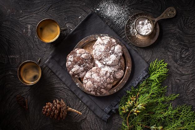 Biscoitos com xícaras de café Foto gratuita