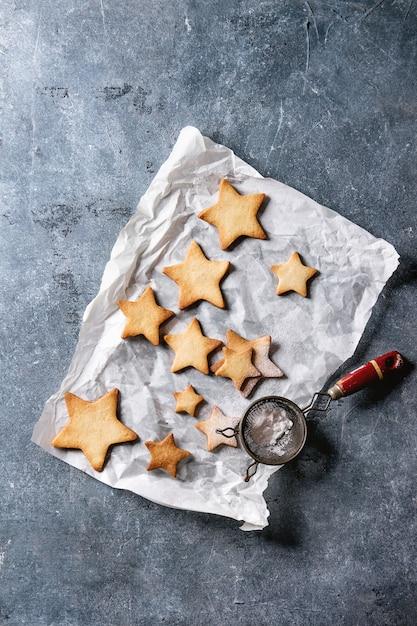 Biscoitos de açúcar de forma de estrela de natal Foto Premium
