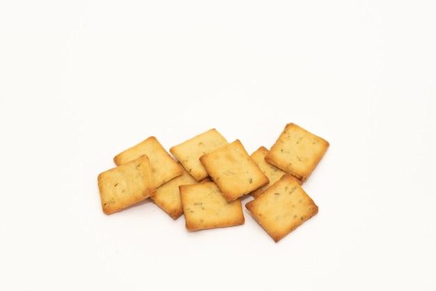 Biscoitos de biscoito seco isolados no fundo branco, conceito de comida Foto Premium