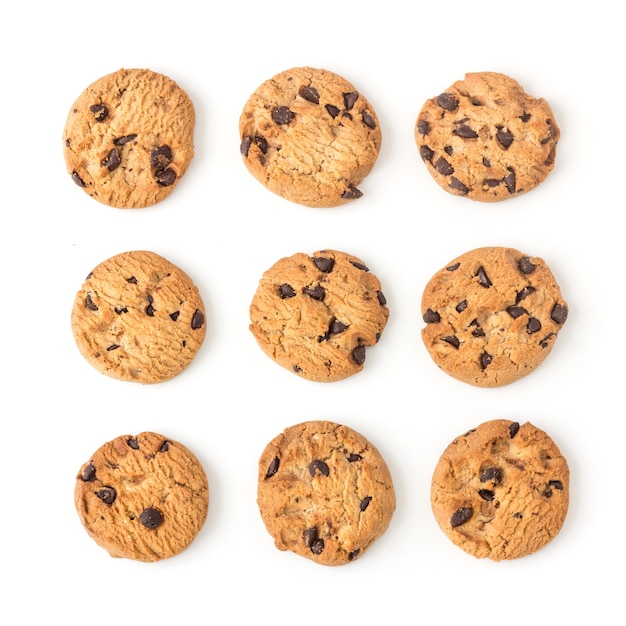 Biscoitos de chocolate caseiro em branco na vista superior Foto Premium