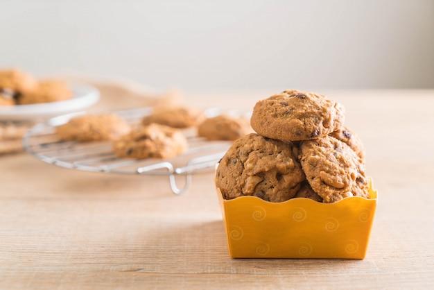 Biscoitos de chocolate e castanha de caju Foto Premium