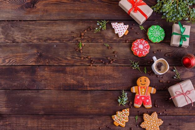 Biscoitos e presentes caseiros de gengibre de natal Foto Premium
