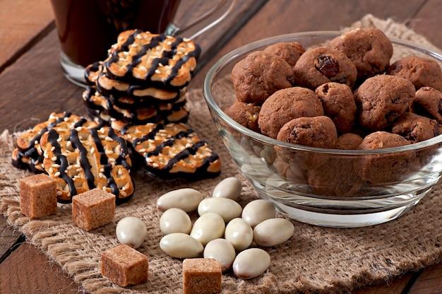 Biscoitos italianos florentino com passas e nozes Foto Premium