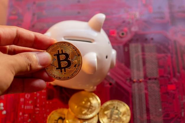 Bitcoin com microchips de placa de circuito, cryptocurrency virtual, mineração de ouro, tecnologia blockchain. Foto Premium